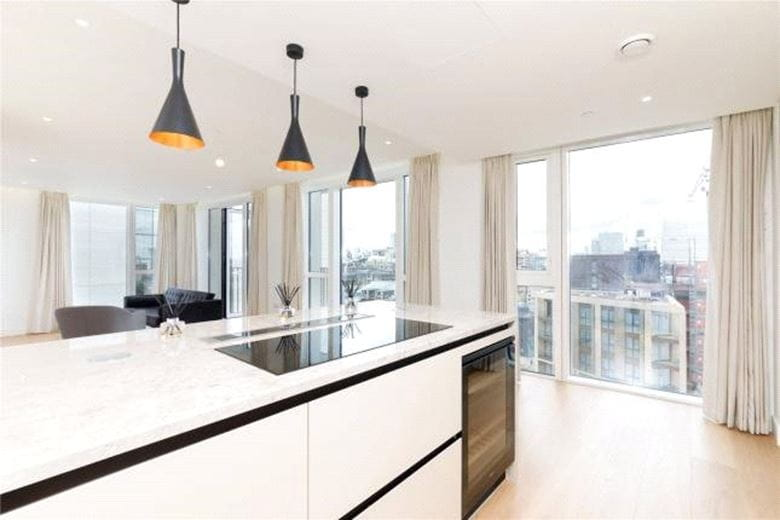 3 bedroom flat, Admiralty House, 150 Vaughan Way E1W - Available