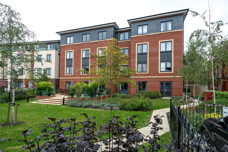 1+ bedroom flat, Avonbank Lodge, West Street RG14 - Available