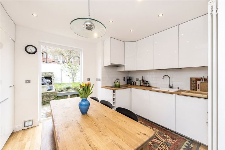 3 bedroom maisonette, Fieldview, Wandsworth SW18 - Sold