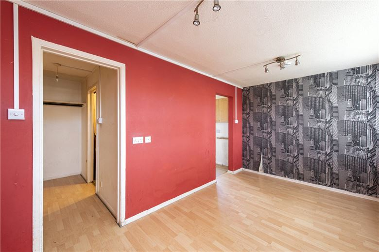 bedroom flat, College Gardens, London SW17 - Available